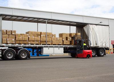 forklift-unloading-truck